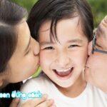 Làm bạn với con thì đừng quên nói cảm ơn và ôm hôn con