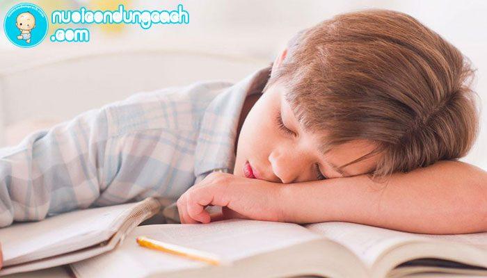 Cha mẹ cần làm gì khi con lười học?
