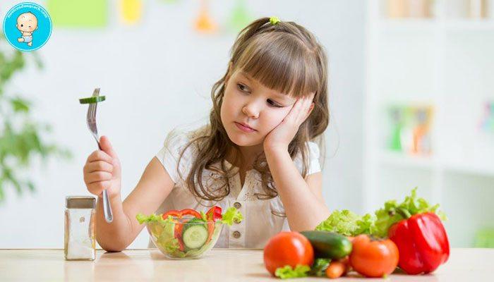 Cha mẹ cần làm gì khi trẻ biếng ăn