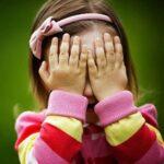 Làm gì khi trẻ nhút nhát?