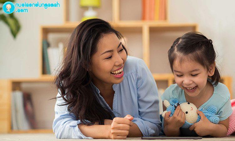 Nói chuyện với con về cảm nhận của cha mẹ khi ở trường trước đây