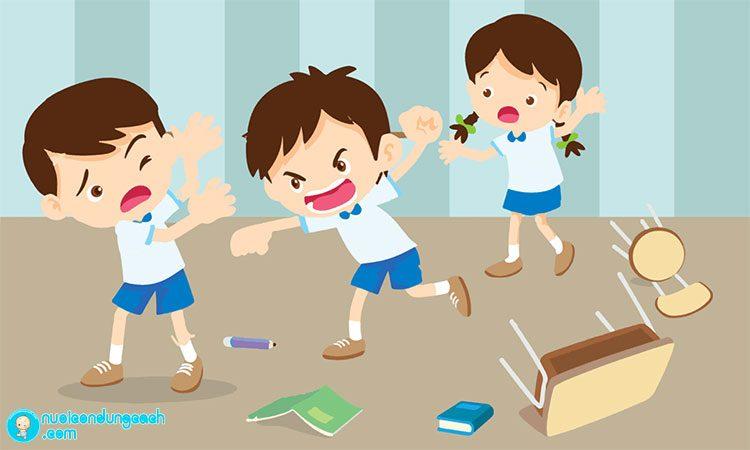 Cha mẹ cần phải làm gì khi con hay đánh bạn?