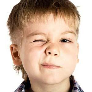 Nguyên nhân và cách chữa tật nháy mắt ở trẻ em