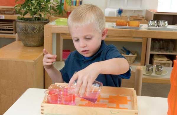 giáo dục sớm theo phương pháp Montessori