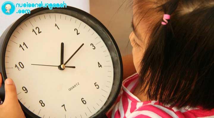 dạy trẻ cách xem đồng hồ