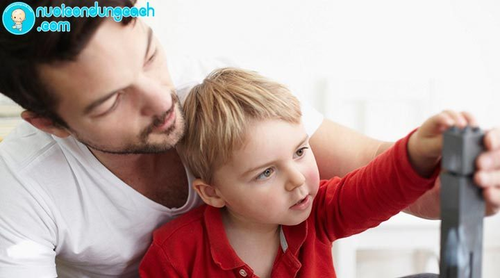 rèn kỹ năng giao tiếp cho trẻ tự kỷ