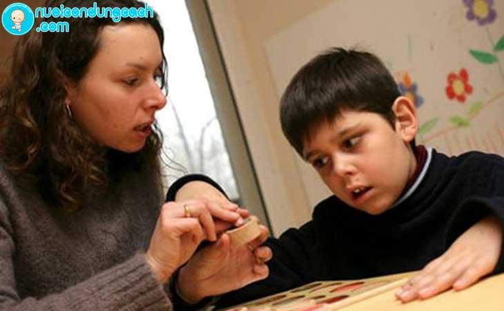 Rèn kỹ năng quan sát cho trẻ tự kỷ