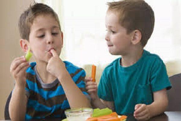 Để giúp trẻ thích ăn và hứng thú với các món rau, cha mẹ cần làm gì