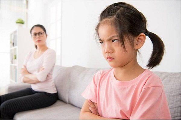 Cùng cha mẹ giải quyết vấn đề con cãi lời cha mẹ