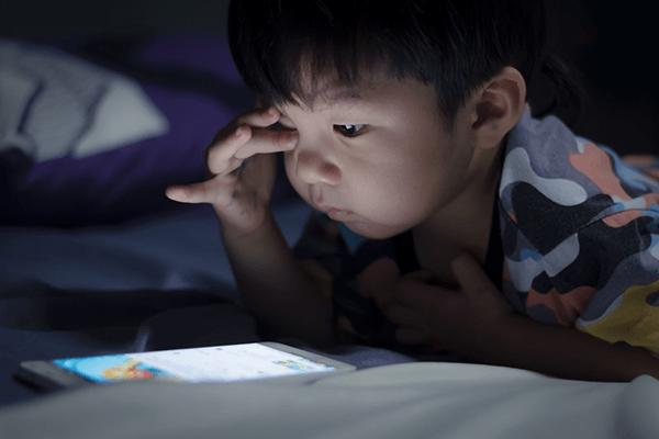 Tác hại của thiết bị công nghệ đối với trẻ