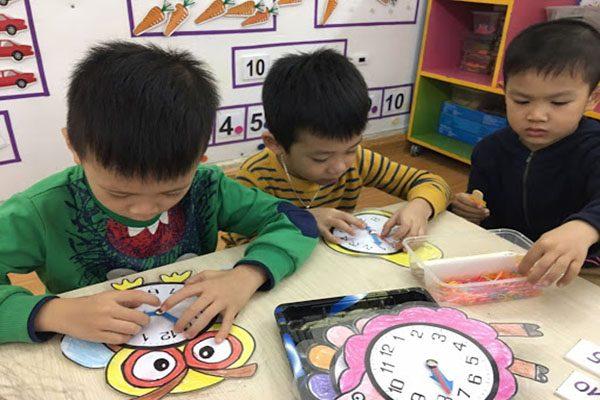 Dạy trẻ tập xem đồng hồ