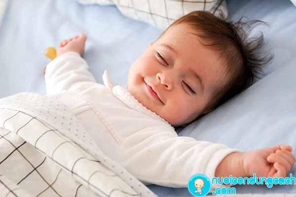 cho trẻ ngủ đúng giờ