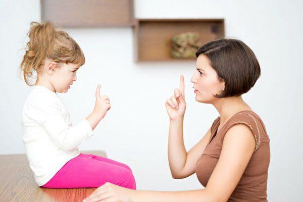 Cha mẹ sử dụng các từ ngữ xúc phạm con thì sẽ nhận lại điều gì?