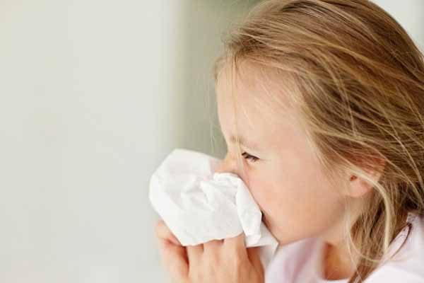 Cách bảo vệ sức khỏe cho bé khi giao mùa